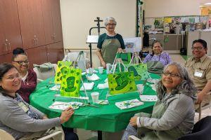 Personas de la tercera edad encuentran su pasión en el arte