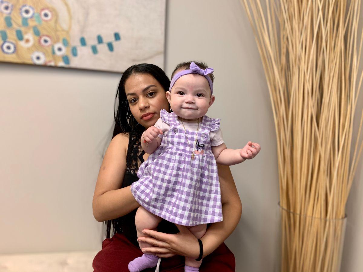 Kelly Alvarenga lucha por permanecer en Estados Unidos donde su hija Johany nació.
