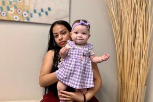 Notario que se hace pasar por abogado provoca deportación de madre e hija