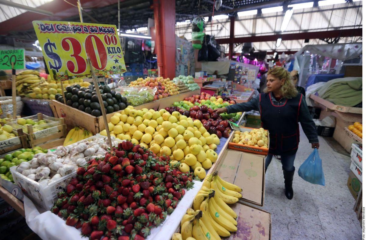 Trucos para evitar contagio: lavar las frutas y las verduras con agua y jabón