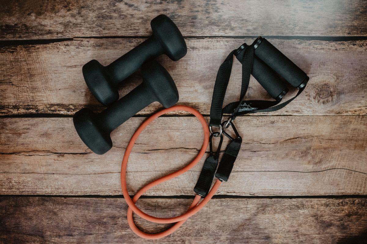 ¿Quieres hacer ejercicios en casa durante la cuarentena? Este es el equipo que no puede faltarte