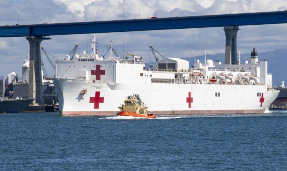 Buque hospital de la Marina en Los Ángeles: con 1,000 camas sólo tiene 15 pacientes