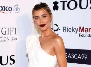 Usando un sostén tejido, Michelle Salas luce al máximo su figura de modelo