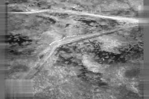 En video: Así se ven los migrantes que cruzan la frontera captados desde el cielo por un dron