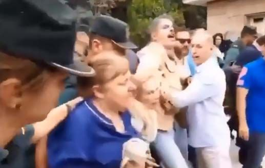 Españoles se enfrentan a la Guardia Civil porque quieren ir a misa en plena cuarentena por coronavirus