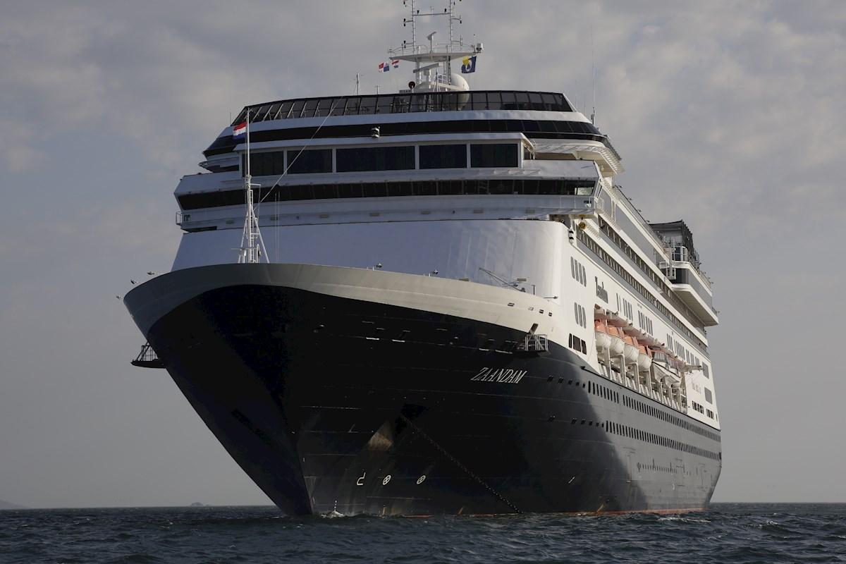 Mueren 4 personas a bordo de crucero varado en Panamá, una de ellas estadounidense