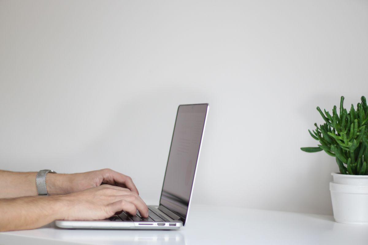 ¿Necesitas trabajar o estudiar desde cualquier lugar? Mira estas 4 opciones de laptops pequeñas