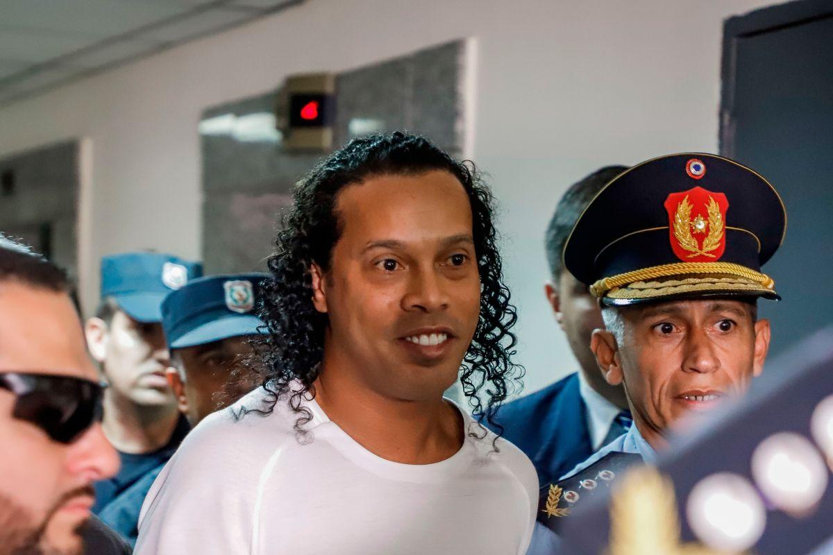 Algo es algo: otorgan arresto domiciliario a Ronaldinho tras pagar una fianza millonaria