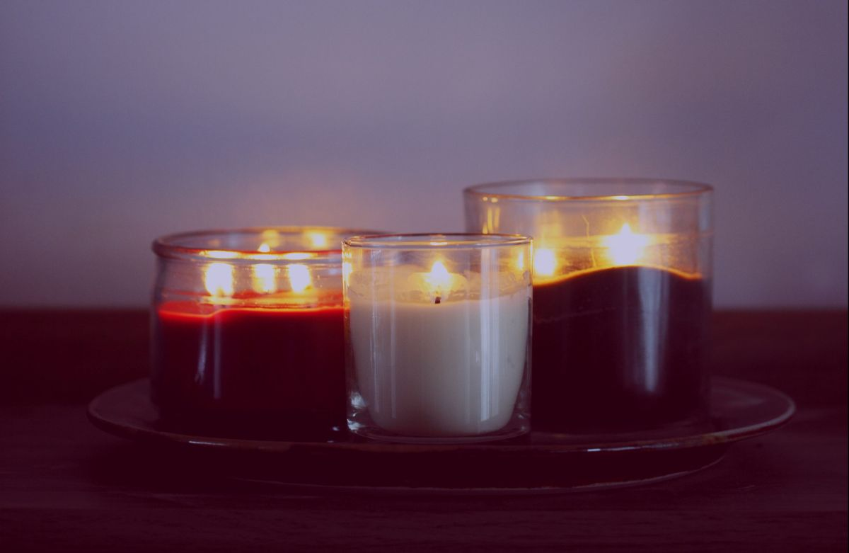 ¿Cómo consagrar y purificar las velas para los rituales de magia blanca?
