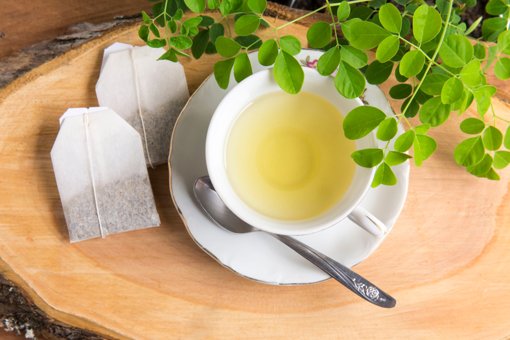 3 beneficios del té de moringa que pueden subir tus defensas y mejorar tu cabello