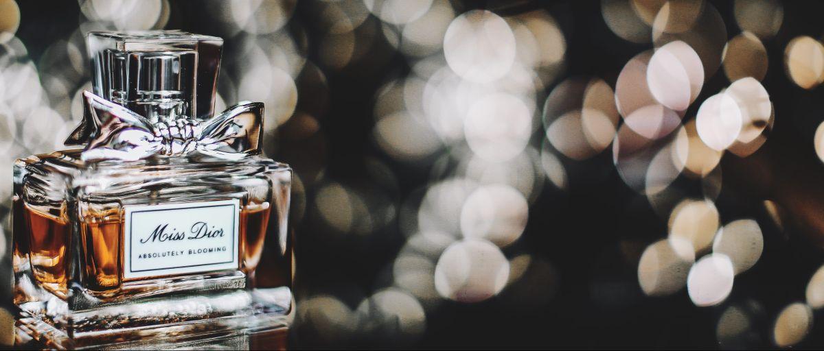 4 perfumes Dior para mujeres elegantes y sofisticadas pero que no quieren gastar mucho dinero