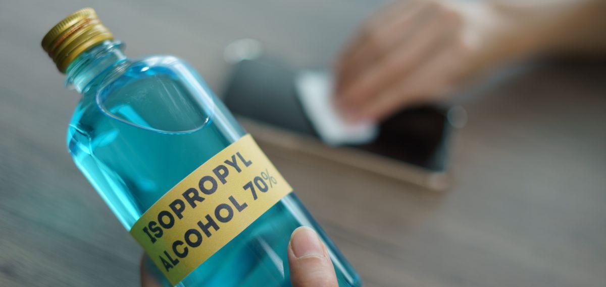 ¿Cuáles son las propiedades del alcohol isopropílico y cómo ayudan en tiempos de coronavirus?