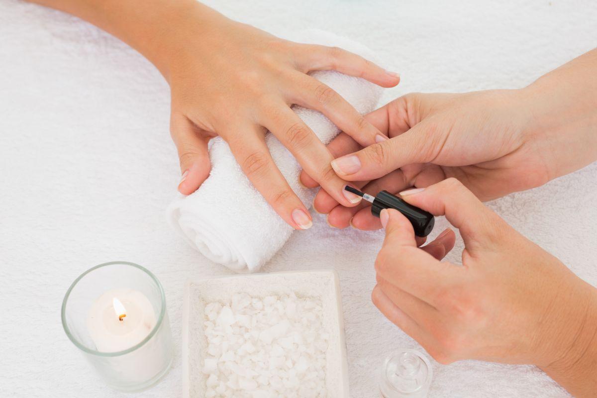 4 esmaltes para tener uñas brillantes y fortalecidas
