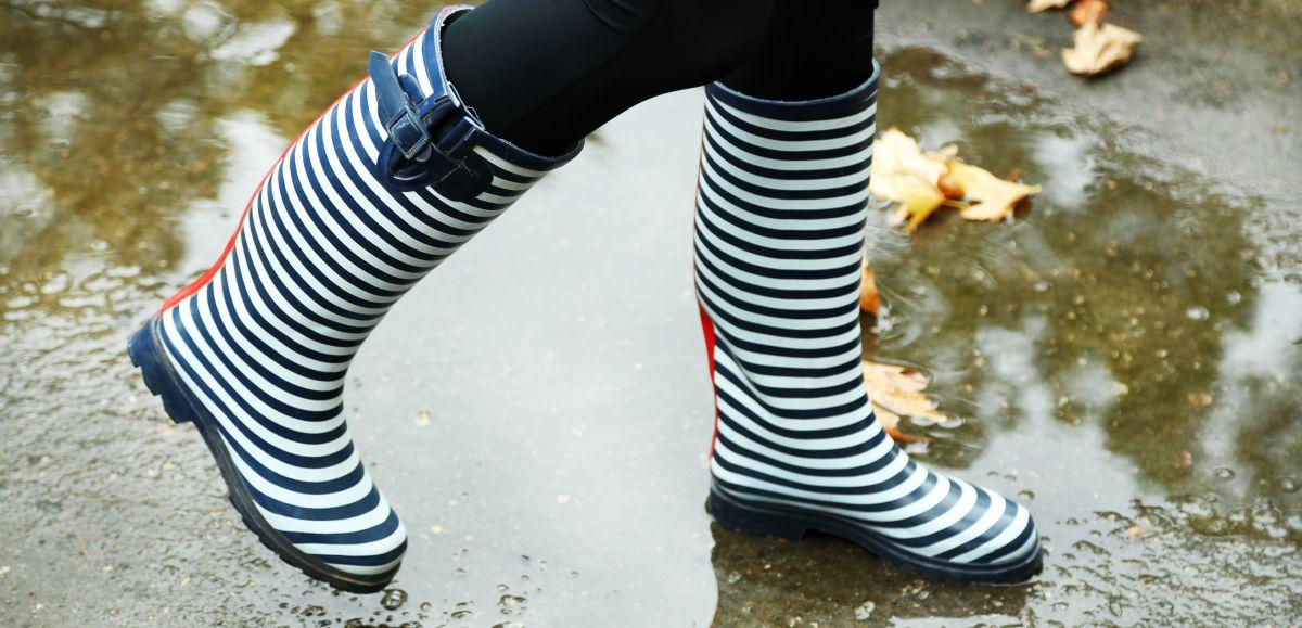 5 estilos de botas impermeables de mujer para usar los días de lluvia