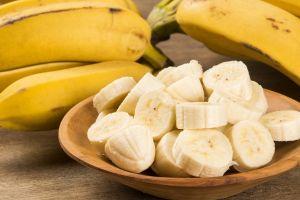 ¿Podemos comer bananas a diario si queremos bajar de peso?