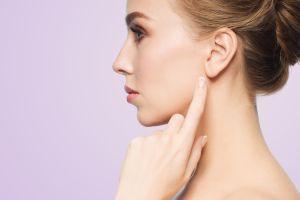 ¿Cómo es la cirugía estética para evitar que las orejas se abran a los costados?