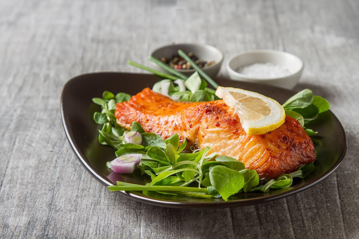 Aprende a preparar esta rica receta de salmón para perder peso