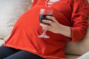 ¿Cuáles son los síntomas del síndrome del alcoholismo fetal?
