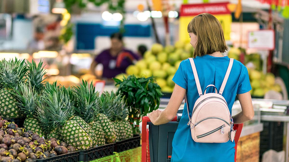 Lleva tu lista al supermercado y no compres más de lo establecido.