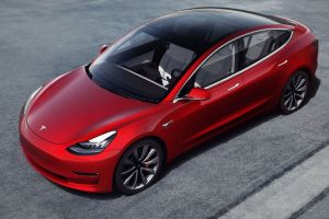 Una compañía holandesa prueba paneles solares para alimentar un Tesla Model 3
