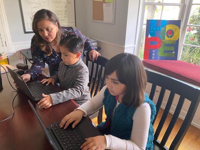 Hilda Marella Delgado ya quiere que sus hijos Santiago y Valentina regresen a sus escuelas. (Foto cortesía).