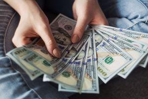 Cómo enviar dinero a los familiares durante la crisis del coronavirus
