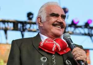 La nuera de Vicente Fernández presume su retaguardia al posar en un yate usando minibikini