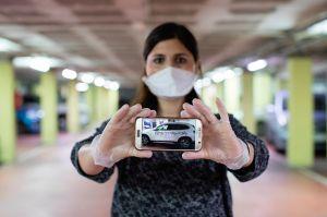 """""""Rata contagiosa"""": El mensaje que unos vecinos le dejaron en su camioneta a una ginecóloga en Barcelona"""