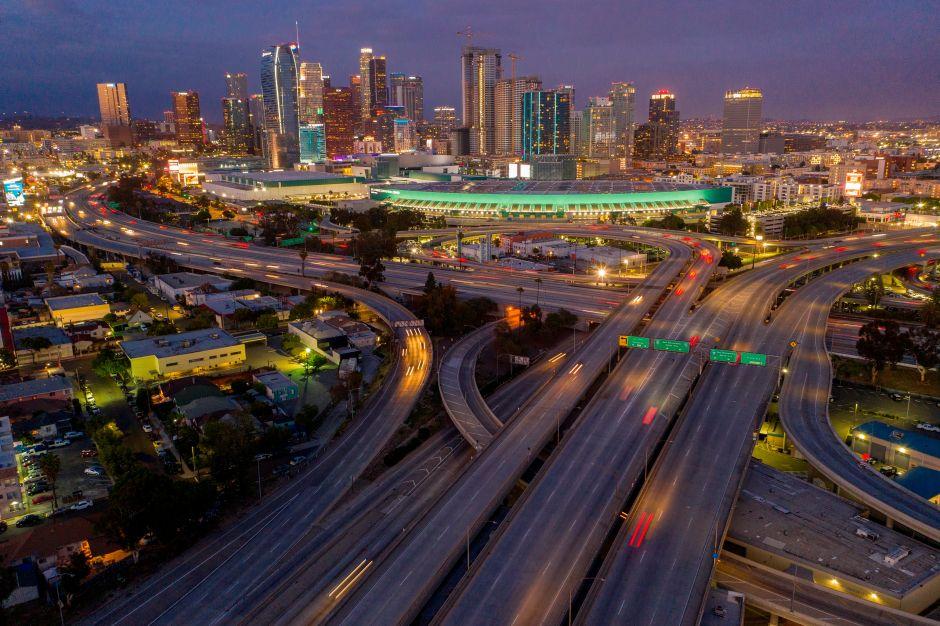 El condado de Los Ángeles planea extender la orden de cuarentena durante al menos tres meses más