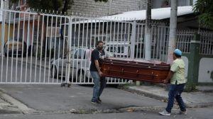 Coronavirus en Ecuador: el drama de Guayaquil, que tiene más muertos por covid-19 que países enteros y lucha a contrarreloj para darles un entierro digno