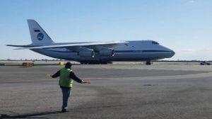 Coronavirus: el avión con equipos médicos que Rusia mandó a EEUU para ayudar con la crisis de COVID-19