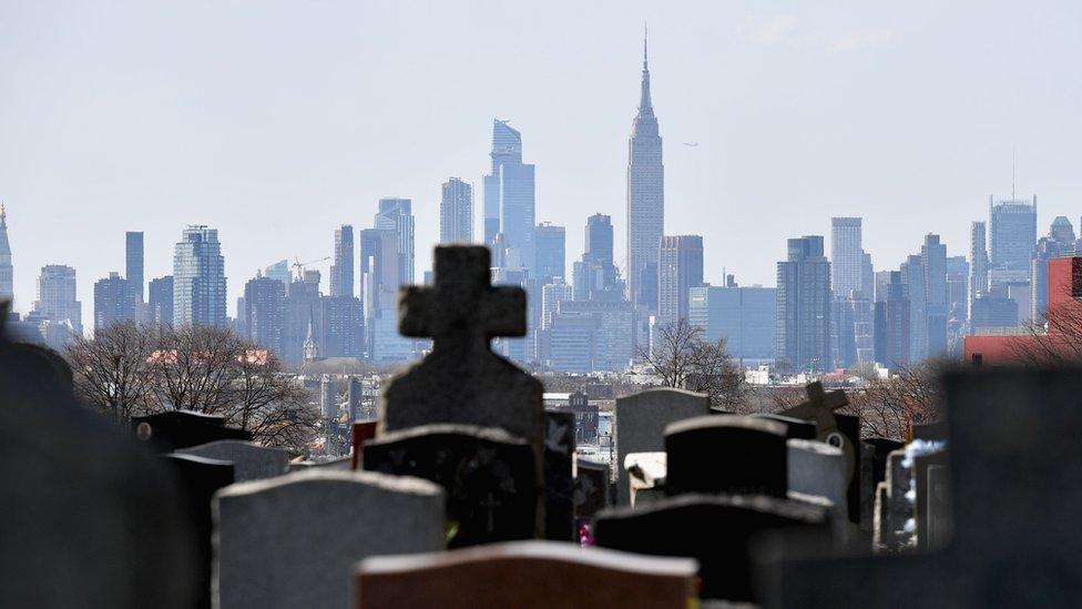 Las solicitudes de servicios en los cementerios de Nueva York se han disparado.
