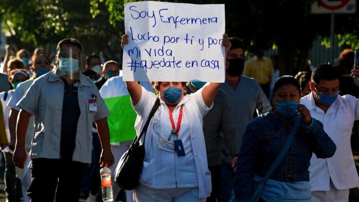 Médicos y enfermeras que atienden a pacientes con COVID-19 han sido objeto de ataques