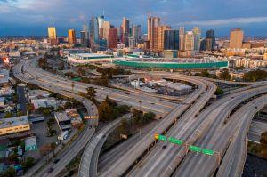 Modificaron los semáforos de Los Ángeles para reducir el exceso de velocidad en vías desiertas por coronavirus