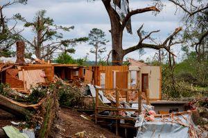 23 tornados en pocas horas dejaron 6 muertos y una estela de daños en el sureste de Estados Unidos