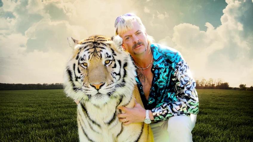 ¿Quieres ser un Tiger King? La camisa rosa de lentejuelas de Joe Exotic puede ser tuya