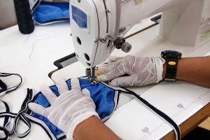 Reabren fábrica textil de Los Ángeles tras el mayor brote de coronavirus registrado en la ciudad