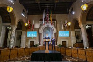 Alcalde de LA declara emergencia fiscal ante caída de ingresos por coronavirus