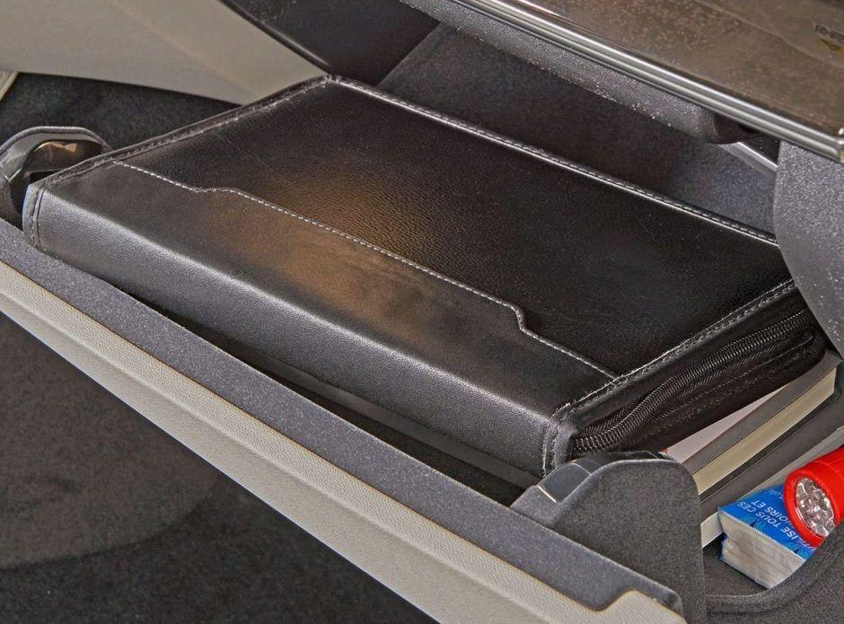 Las mejores carteras para guardar el registro, licencia y otros documentos importantes en la gaveta de tu auto organizadamente