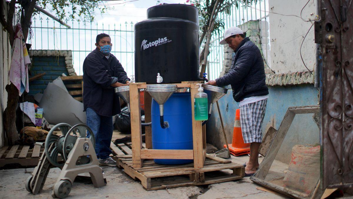 Los tanques pueden almacenar hasta 70 galones de agua. / fotos: Manuel Ocaño.