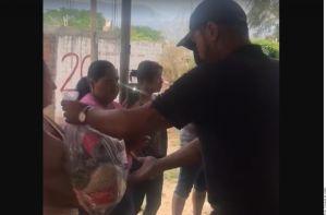 Llega CJNG a Manzanillo a repartir despensas