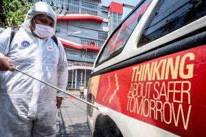 Un concesionario de Miami desinfecta autos gratis para combatir al coronavirus