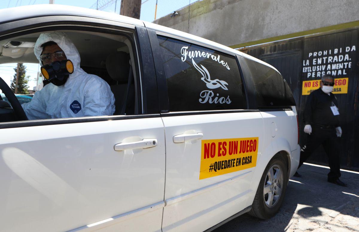 Velan a muertos por coronavirus en funerales clandestinos