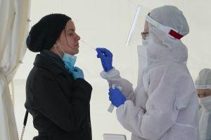 ¿Cómo funcionan las tres pruebas principales de coronavirus? Esto es lo que debes saber