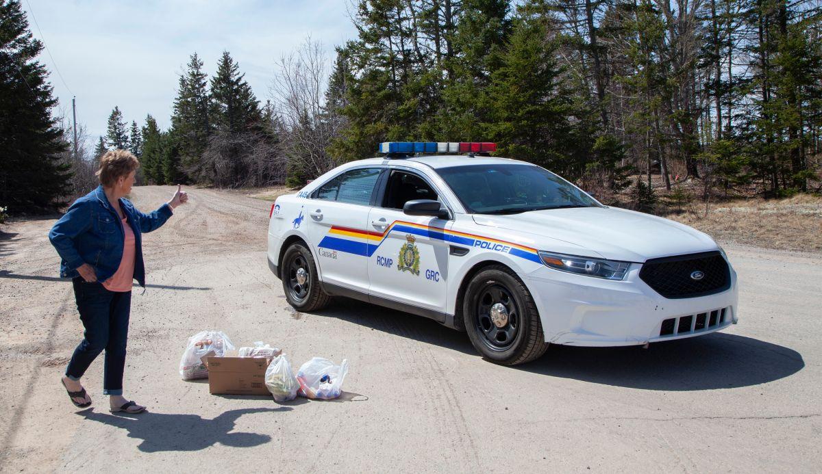 El tirador llevaba un coche parecido al de la Policía Montada de Canadá.