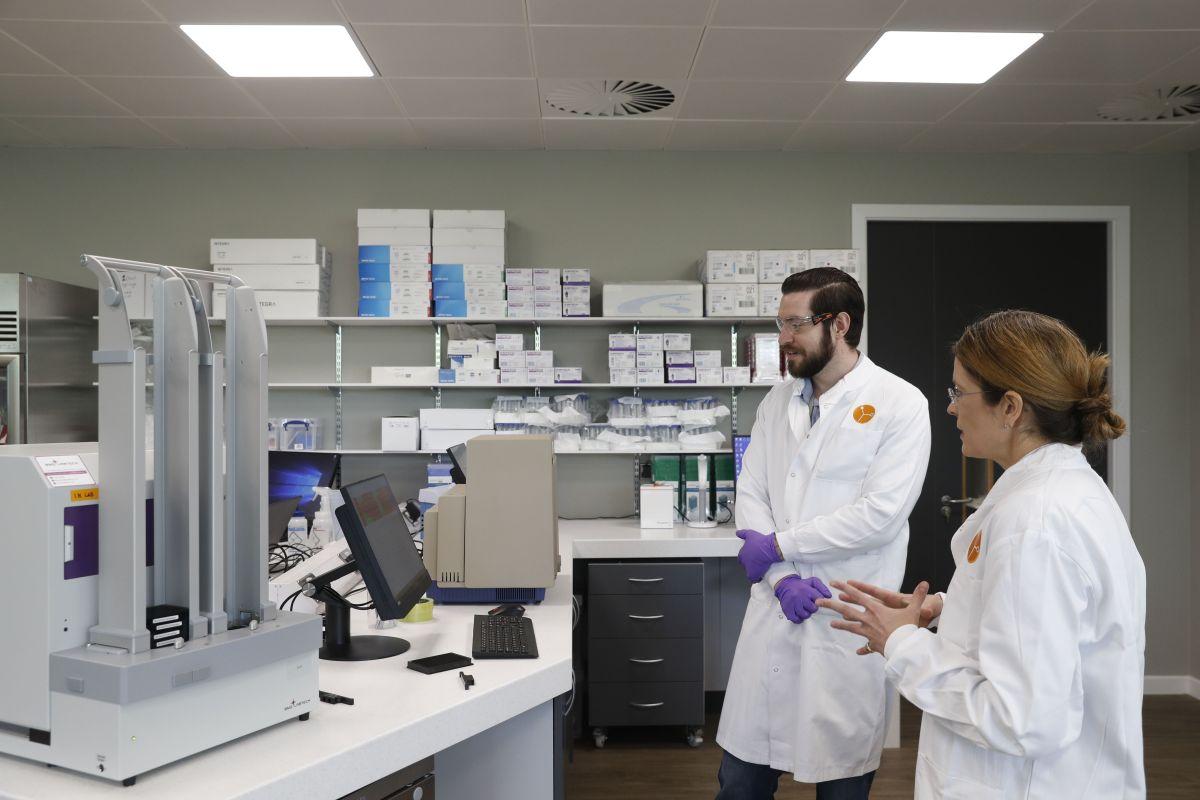 Científicos de Oxford sugieren que podrían tener vacuna contra coronavirus en septiembre
