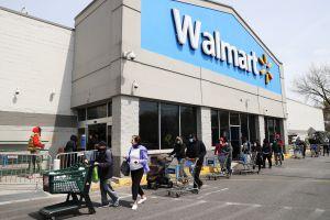 A partir de este lunes todos los empleados de Walmart deberán usar mascarillas