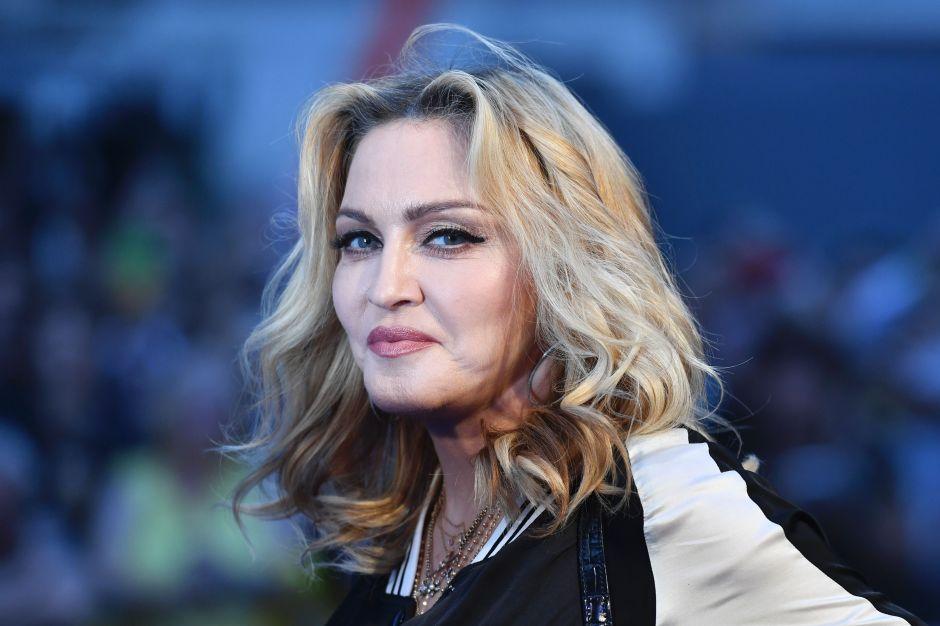 Sin pudor alguno y a sus 61 años, Madonna posa en ropa interior transparente