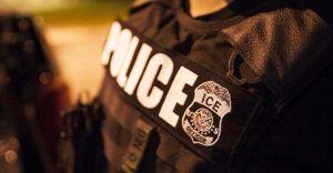 Agentes de ICE se hacen pasar por policías para entrar a las casas