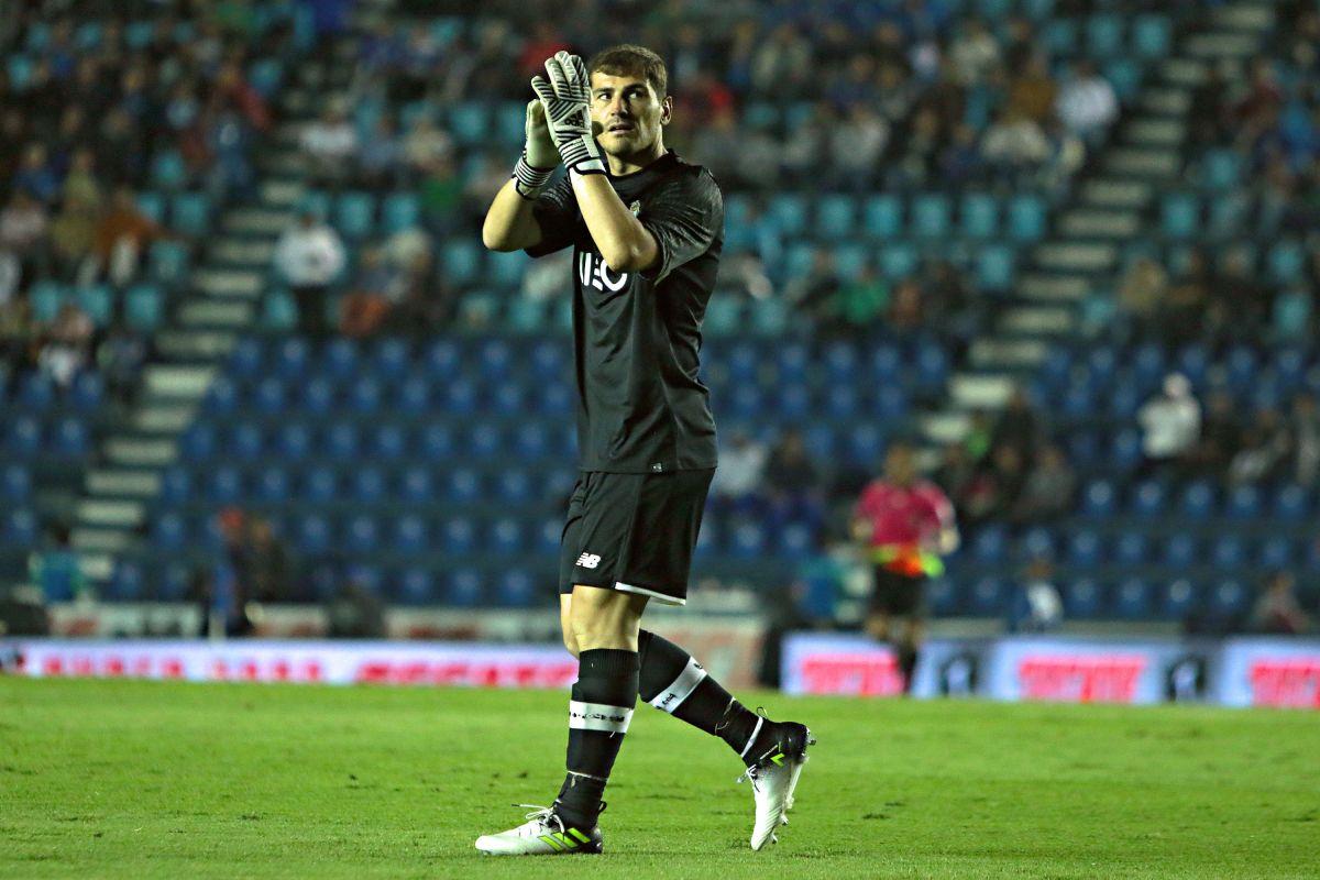 El exguardameta del Real Madrid y la selección española compartió anécdotas con el ahora entrenador de la UNAM.